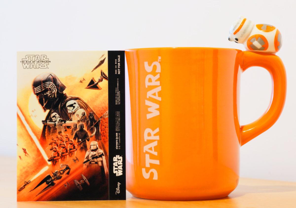 「スカイウォーカーの夜明け」を観るのに合わせて購入したマグカップ。カードはオマケでもらった。